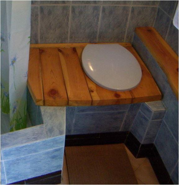 Домик для туалета и душа своими руками